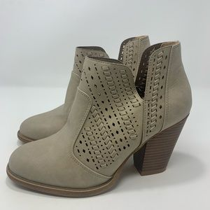 Daisy Fuentes Tan Booties Size 8.5 B103